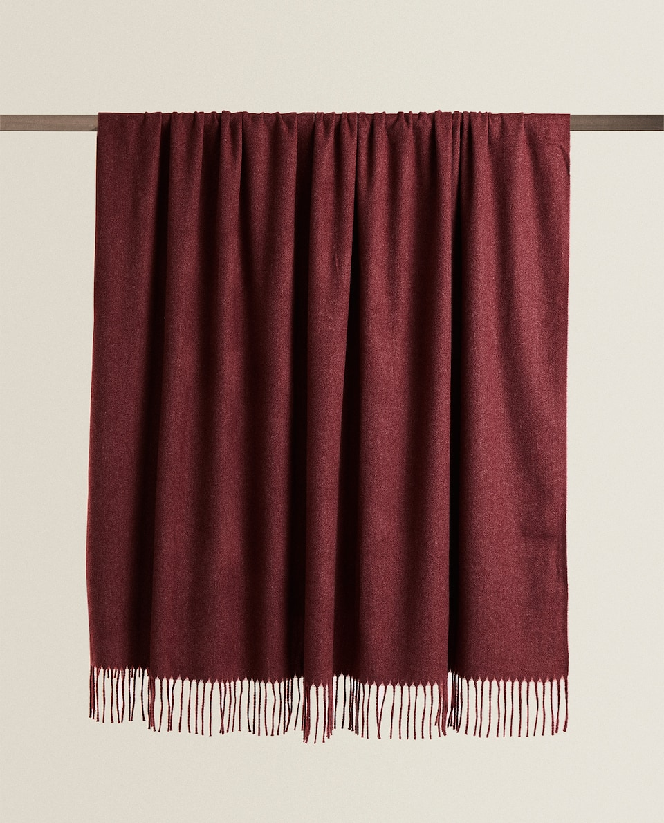 BLANKET WITH FRINGING