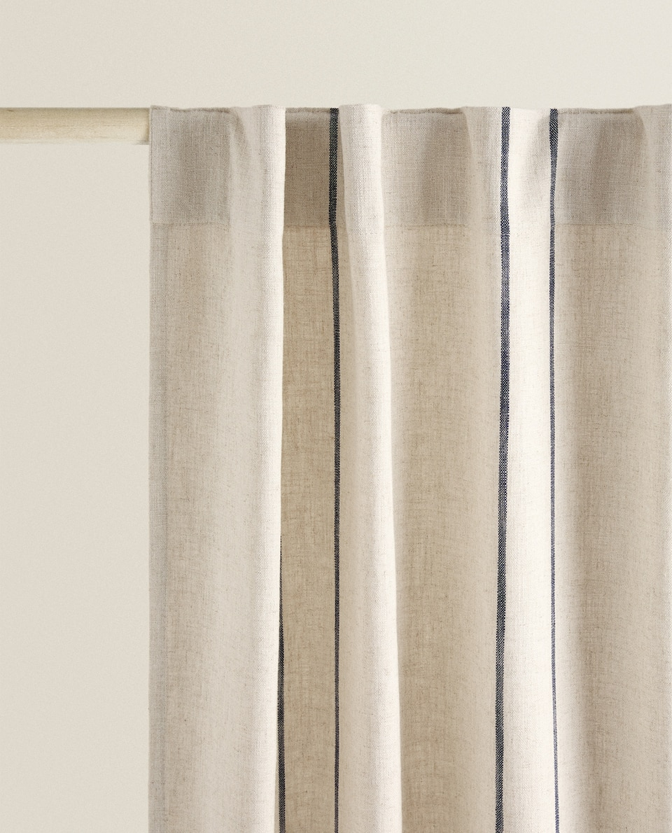 CURTAIN WITH BLUE STRIPE