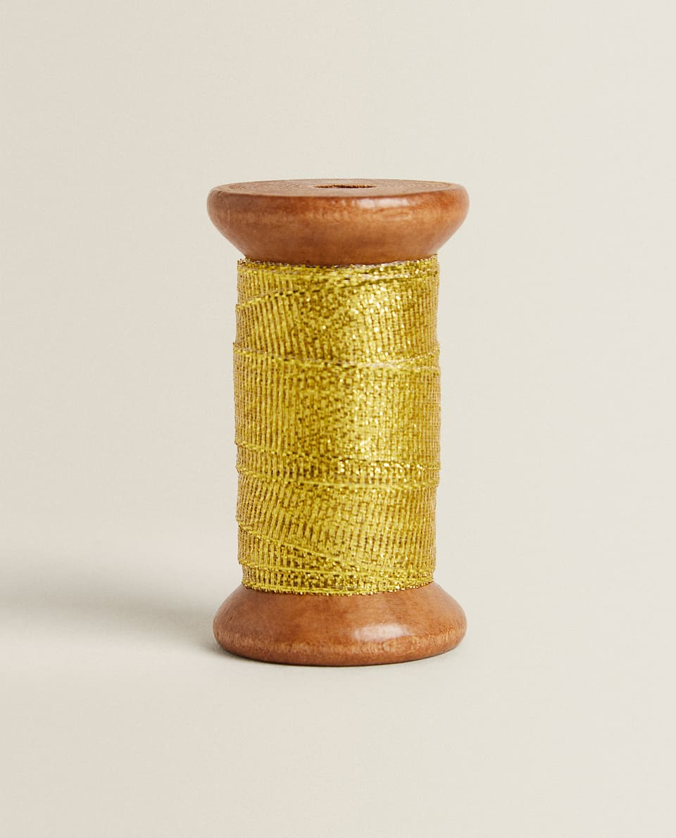 WODDEN SPOOL WITH RIBBON