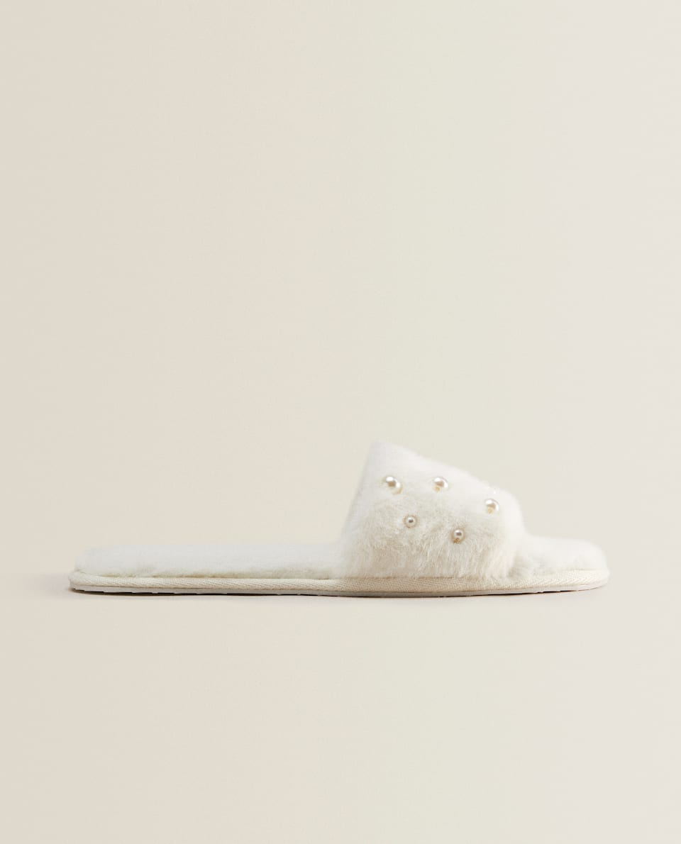 FAUX FUR SLIPPERS WITH FAUX PEARLS