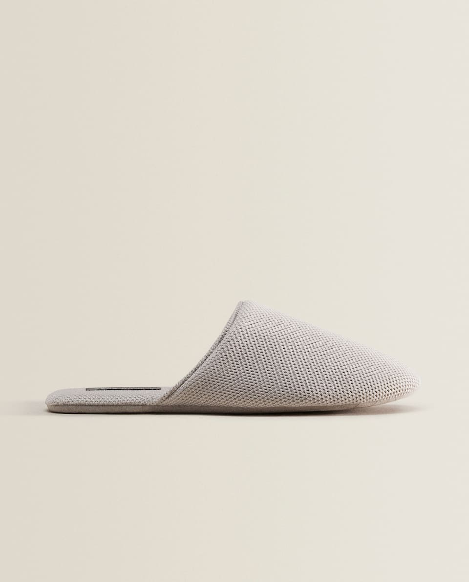 FABRIC SLIPPERS WITH DETAILING