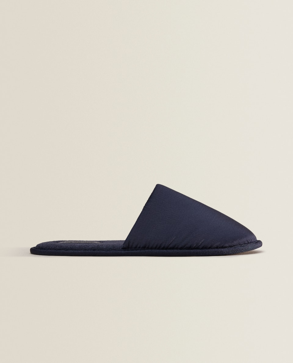 CONTRAST FABRIC SLIPPERS