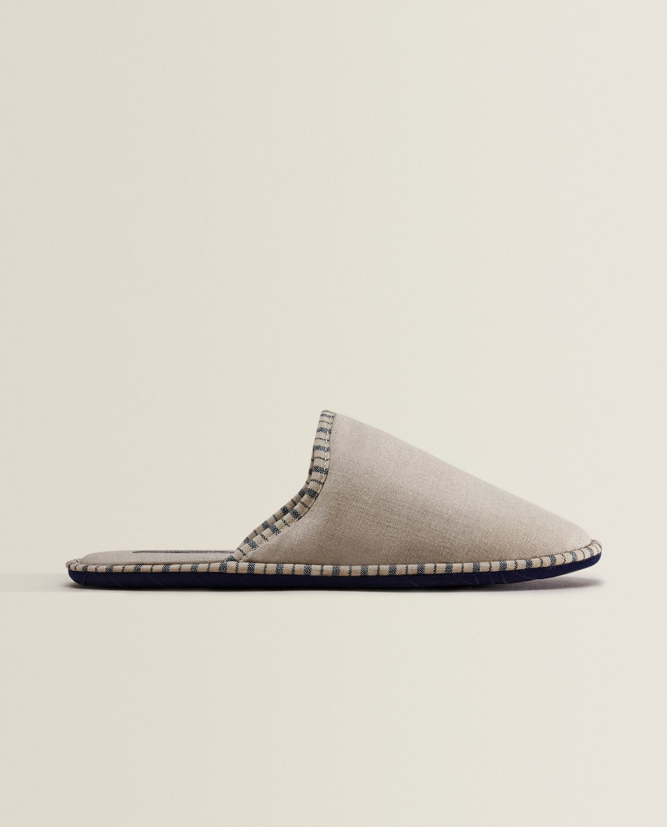 FABRIC SLIPPERS WITH CONTRASTING SOLES