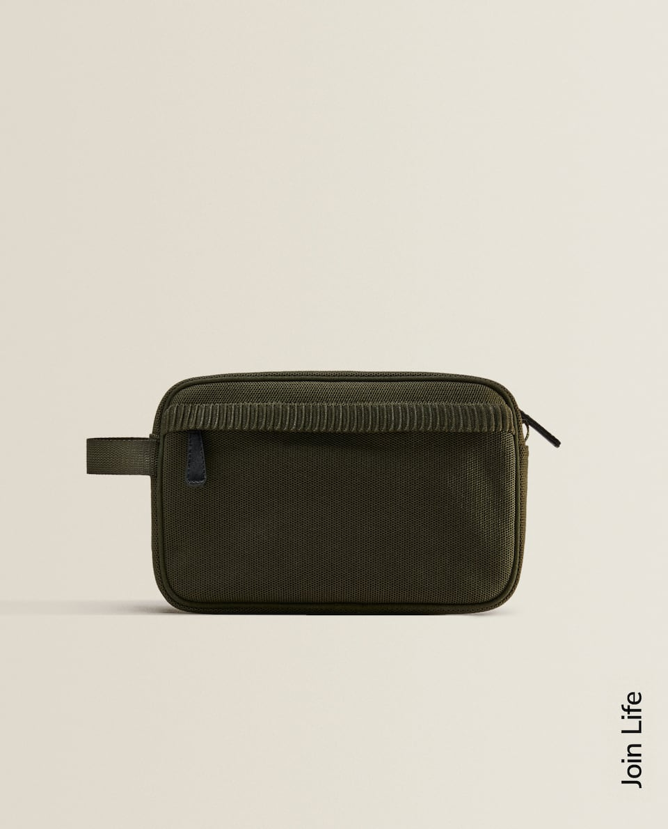 TECHNICAL FABRIC TOILETRY BAG