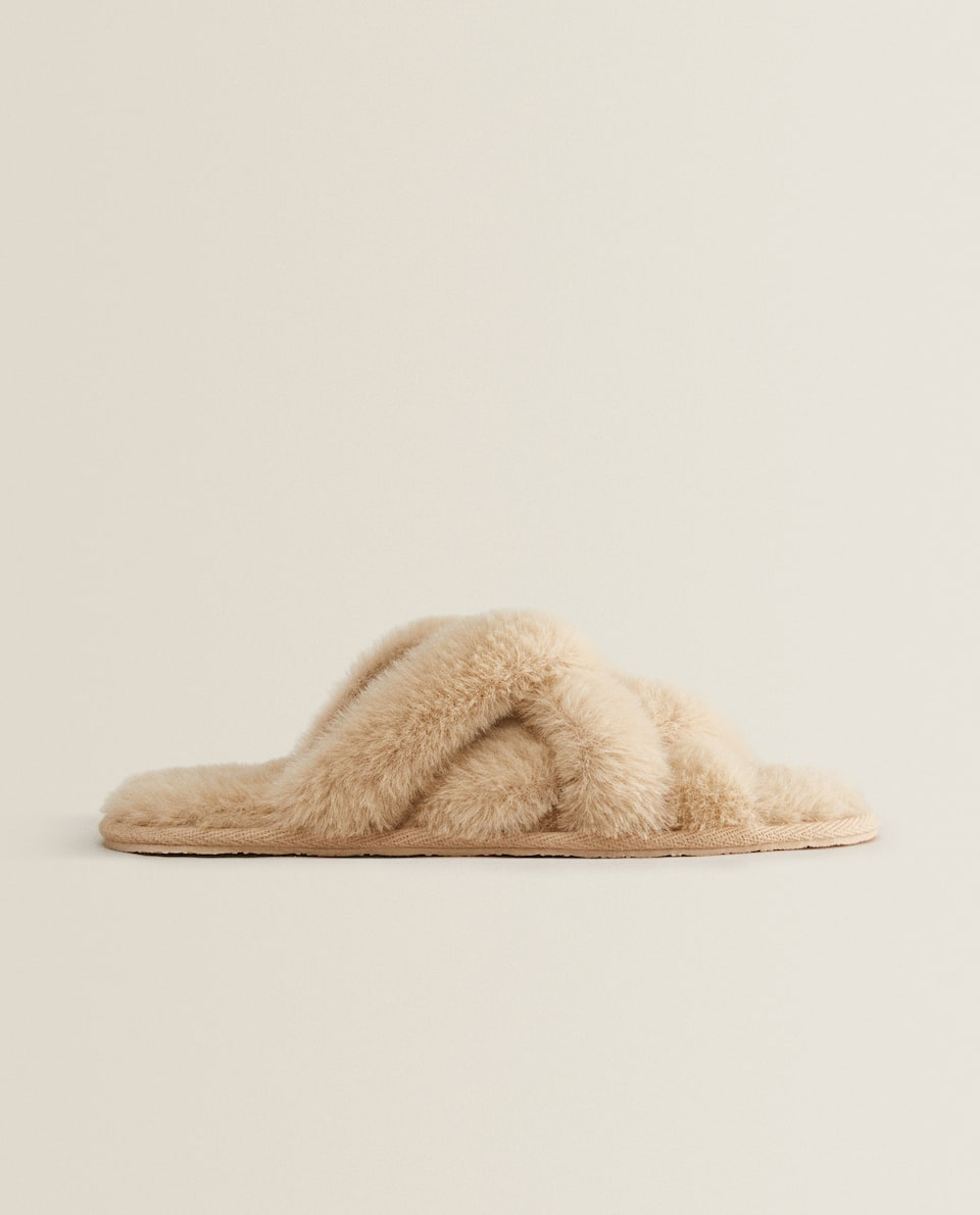 FUZZY SLIPPERS WITH CONTRAST STRAPS