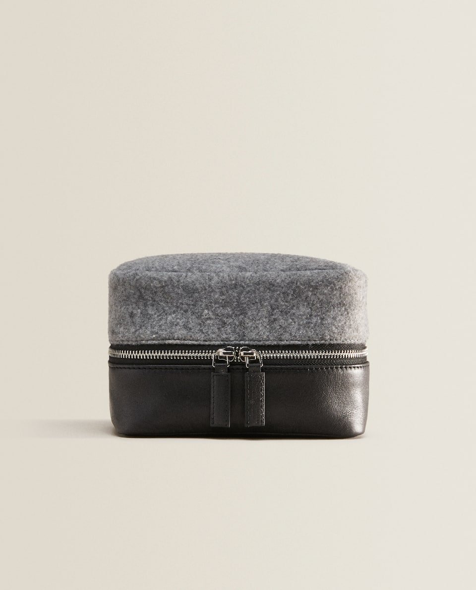 CONTRASTING LEATHER TOILETRY BAG