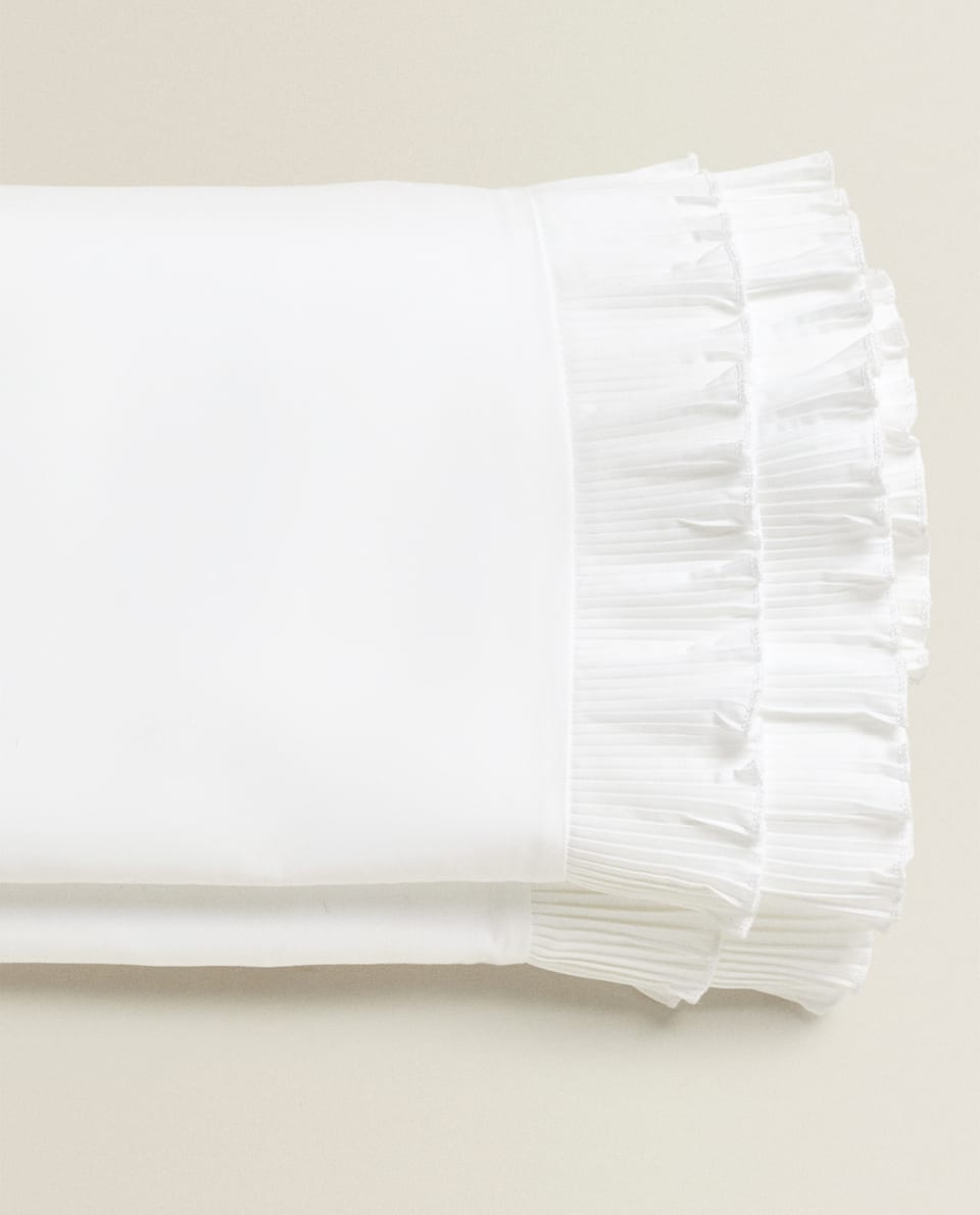 FLAT SHEET WITH PLEATED RUFFLE TRIM