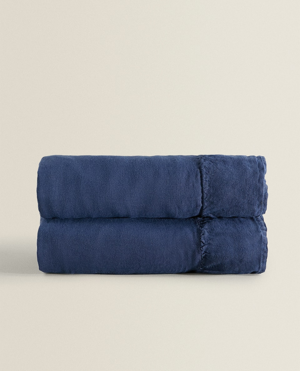 LINEN BEDSPREAD WITH RUFFLE TRIM