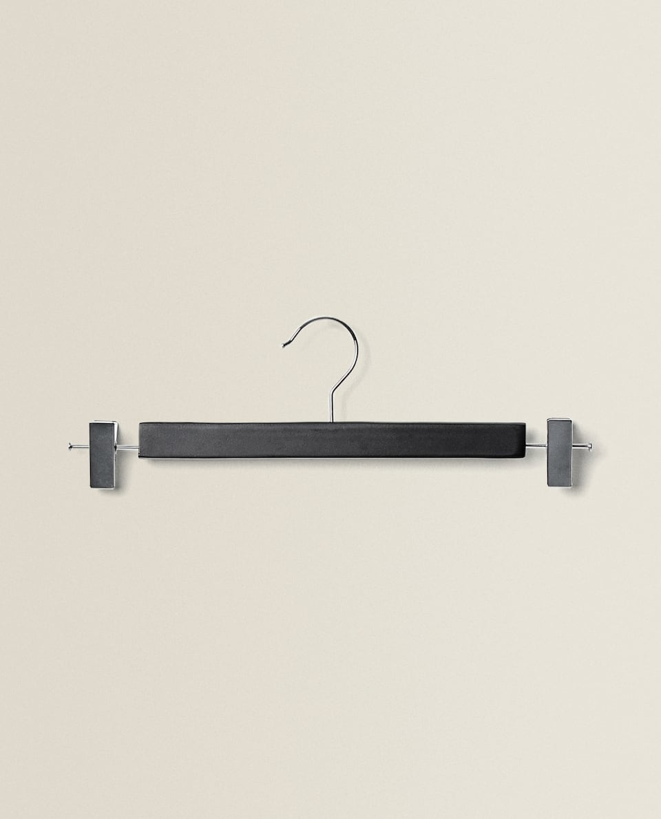 LACQUERED WOOD CLIP HANGER