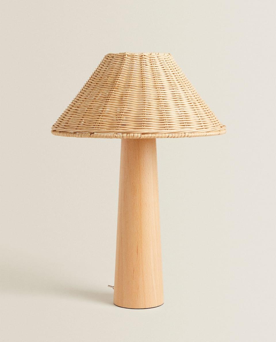 LAMPA S DŘEVĚNOU NOHOU