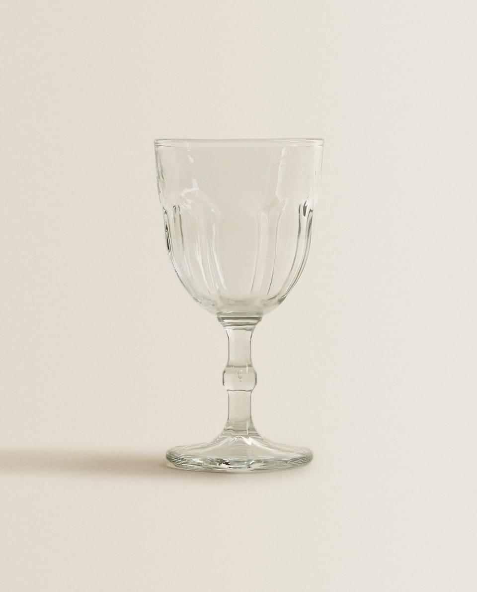 TRANSPARENT WINE GLASS