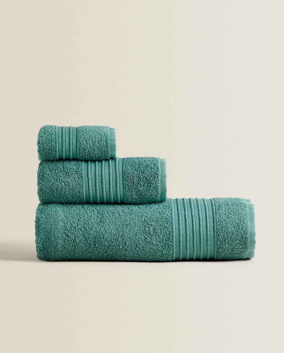 TOWEL WITH CHENILLE BORDER