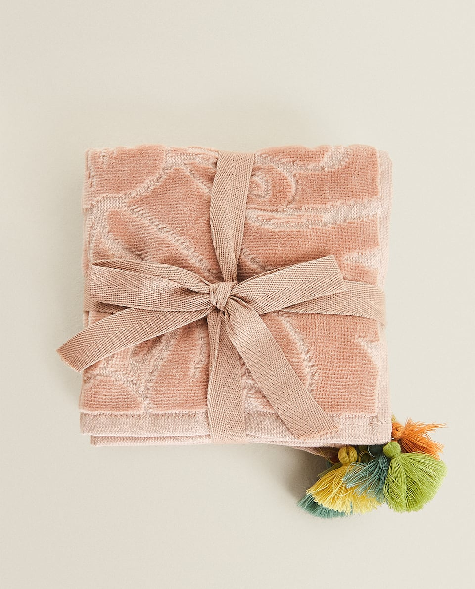 FLORAL TOWEL WITH TASSELS