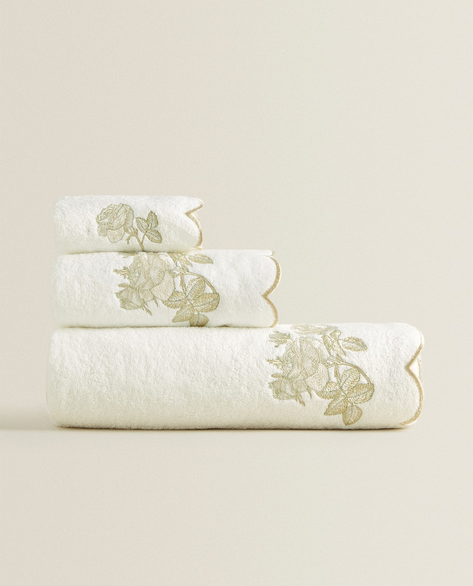 TOWEL WITH FLORAL EMBROIDERY