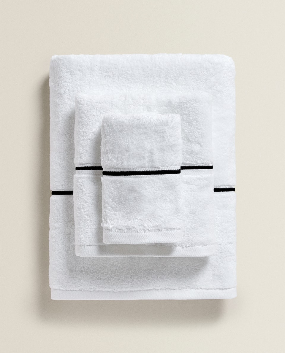 EMBROIDERED SCALLOPED EDGE TOWEL