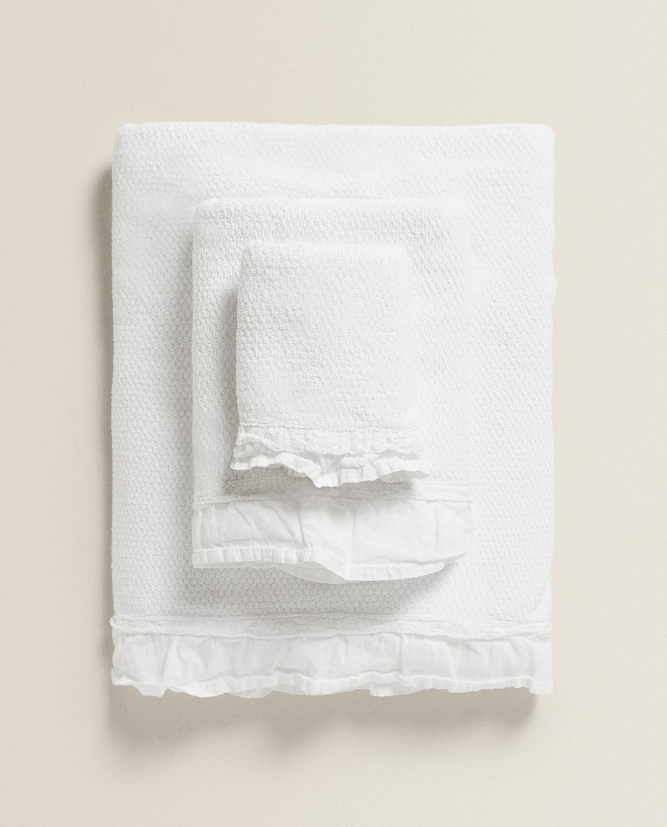 JACQUARD TOWEL WITH LACE TRIM