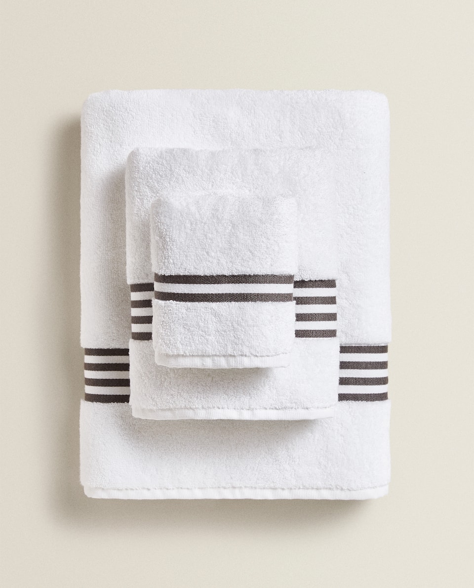 TOWEL WITH STRIPED BORDER