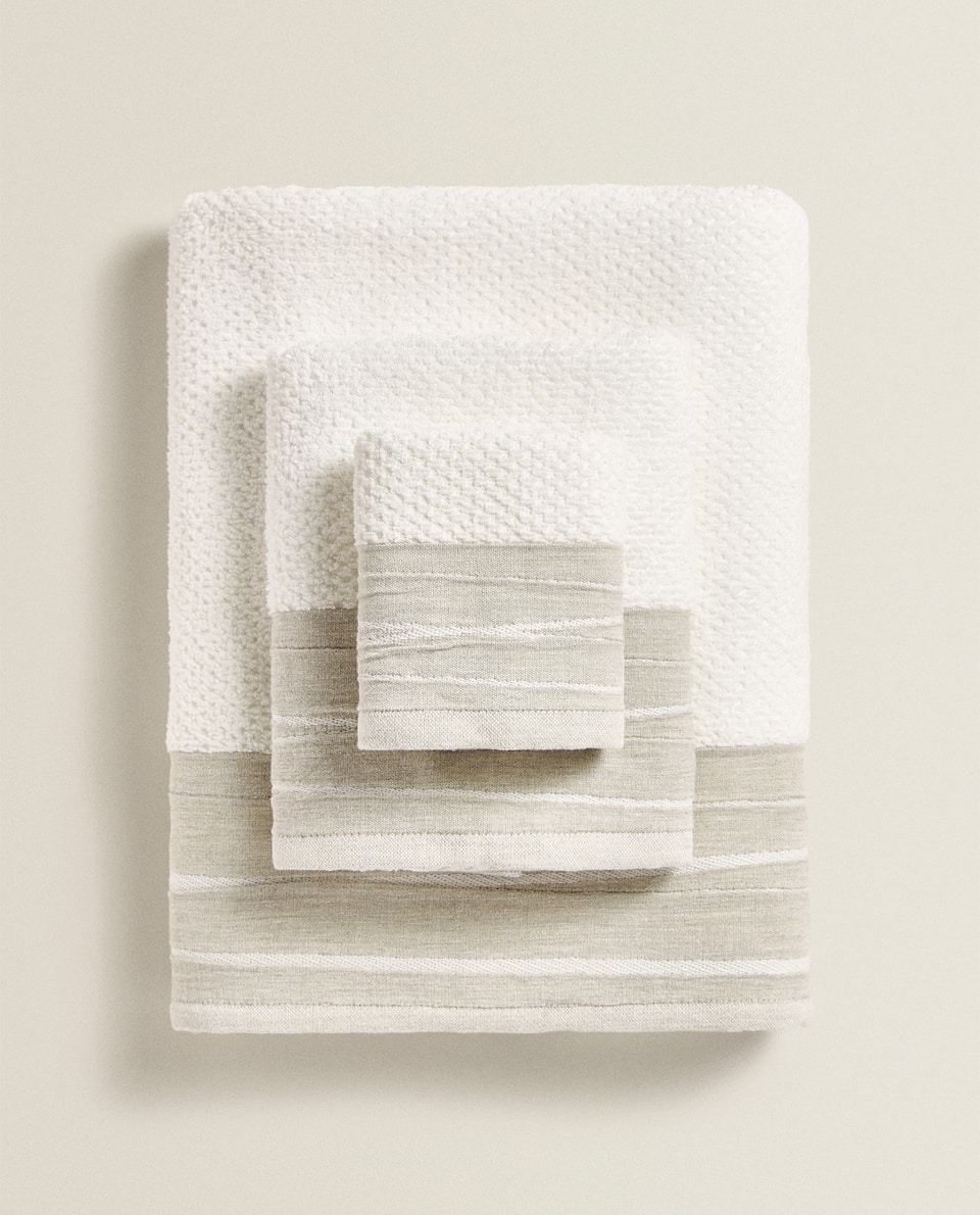TOWEL WITH CREASED EFFECT BORDER