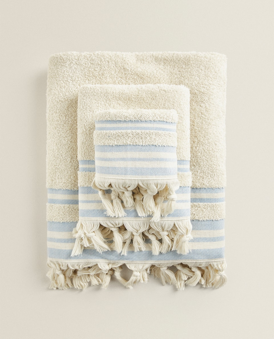 TOWEL WITH CONTRAST STRIPES