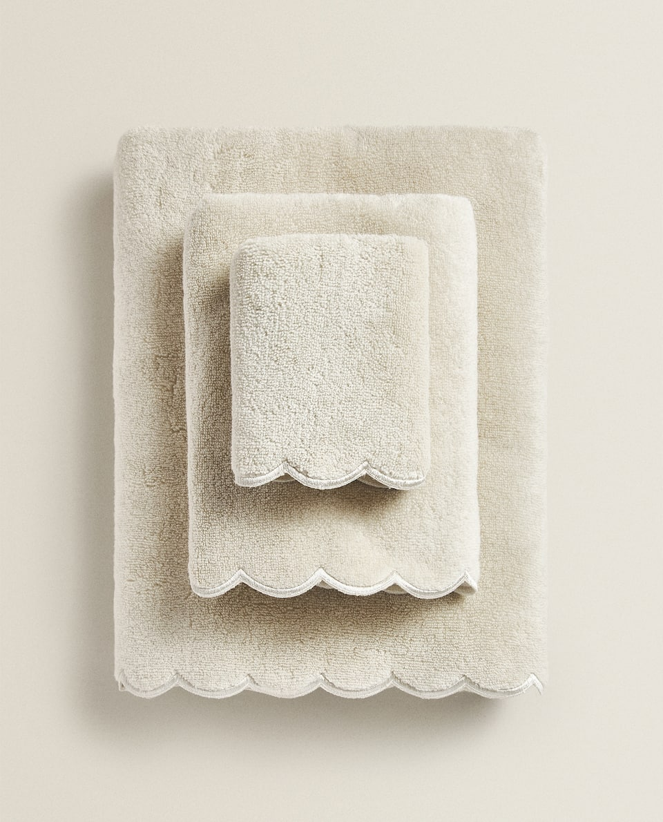 SCALLOPED COTTON TOWEL