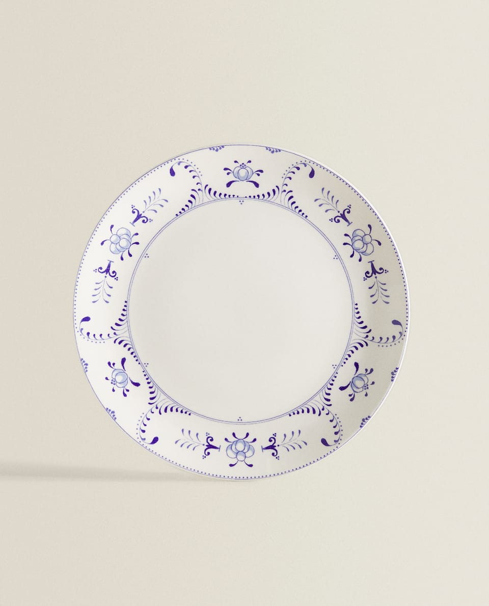 DINNER DISH WITH BLUE MOTIFS