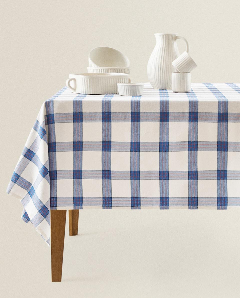 مفرش المائدة مع مربعات