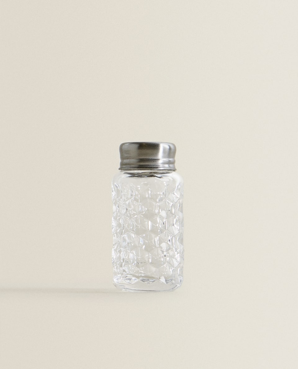 GLASS SALT SHAKER WITH A RAISED DESIGN