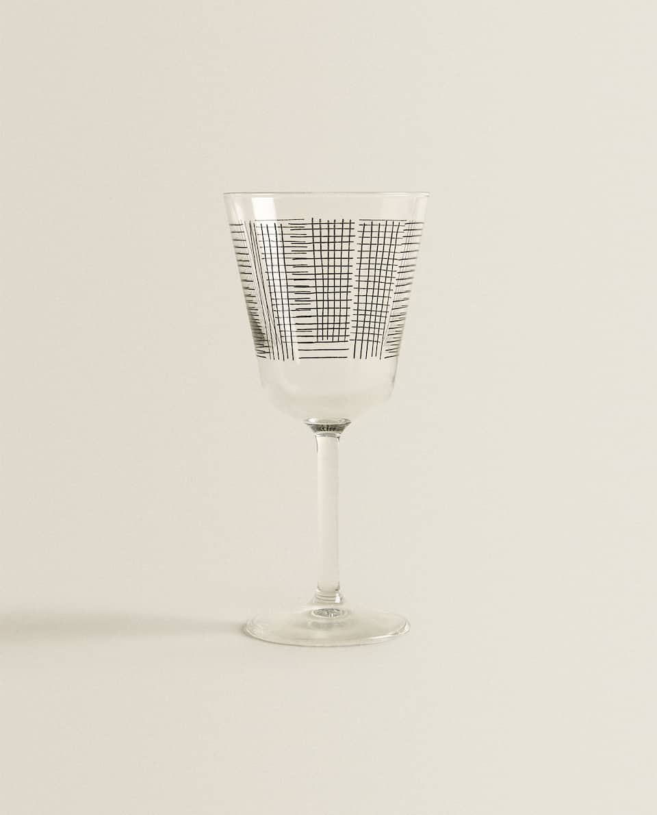LINEAR CUT WINE GLASS