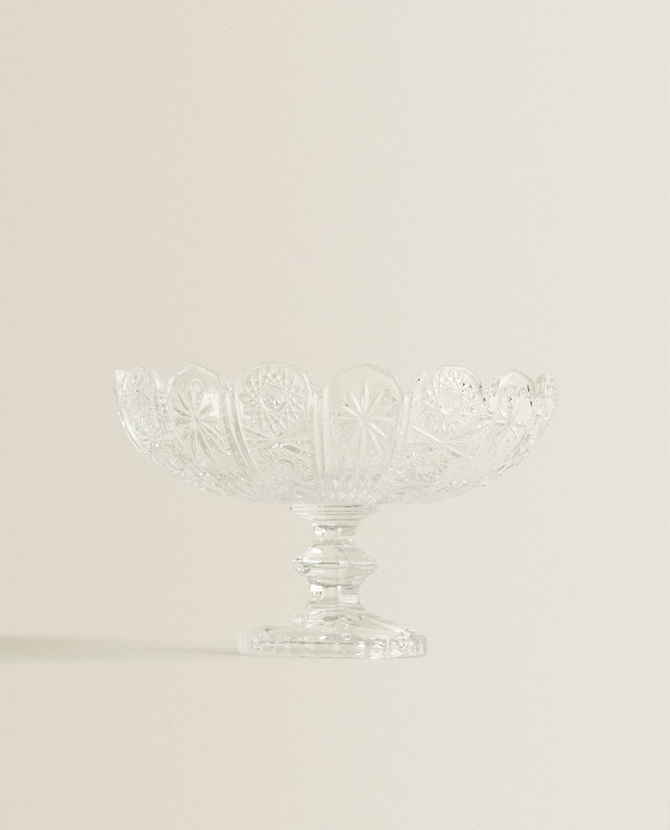 GLASS FRUIT BOWL WITH RAISED DESIGN AND RIM DETAIL