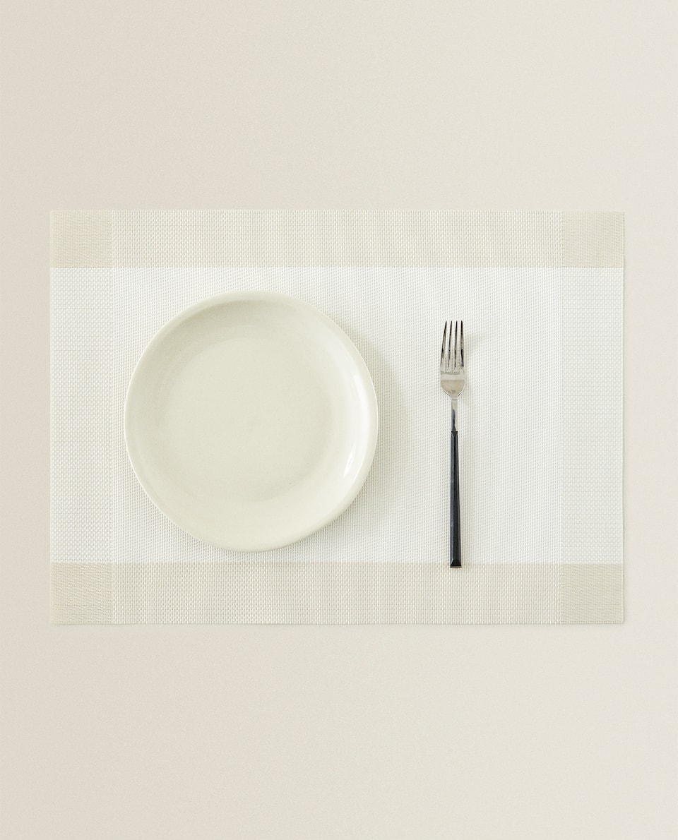 PLASTIC PLACEMAT WITH OUTLINE