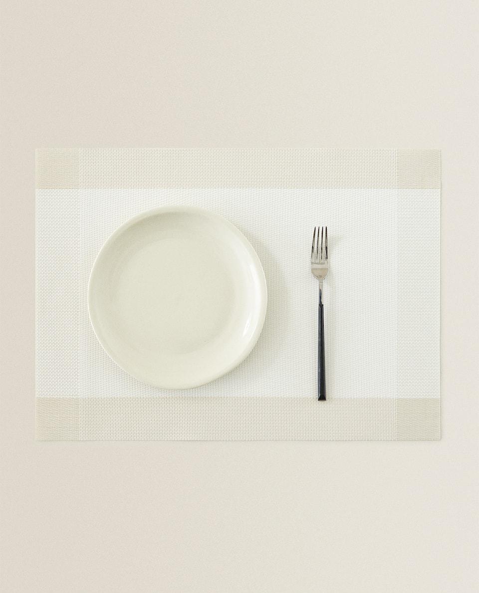 مفرش مائدة من البلاستيك بإطار