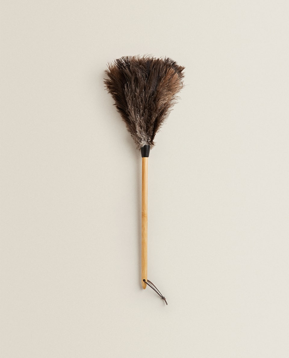FEATHER DUSTER WITH BAMBOO HANDLE
