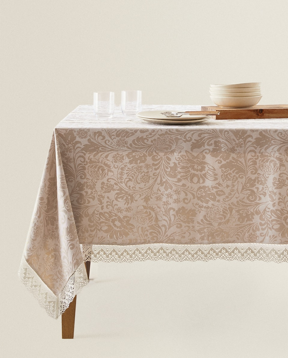 LACE-TRIMMED DAMASK TABLECLOTH