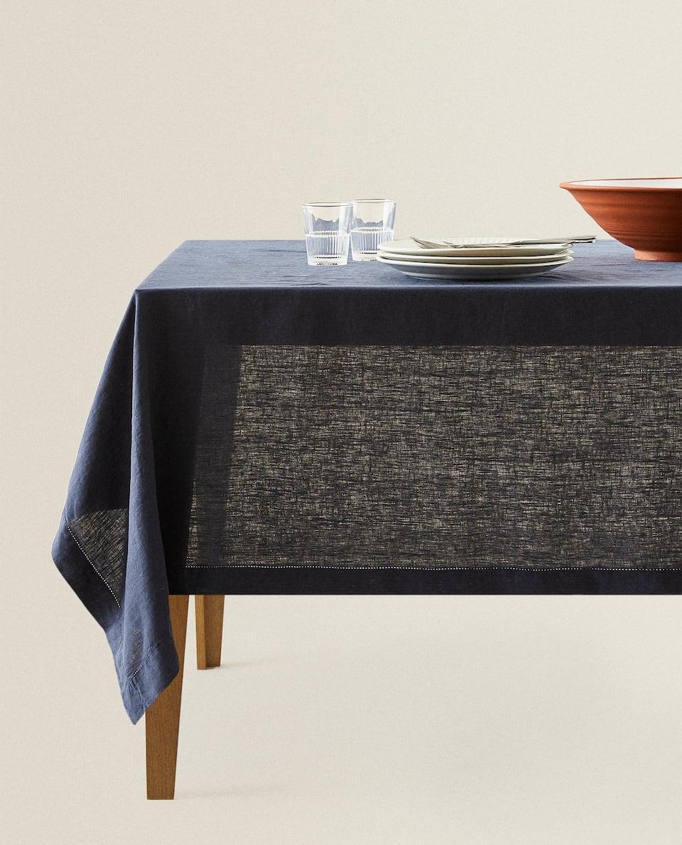 مفرش المائدة من الكتان بتطريز مخرم