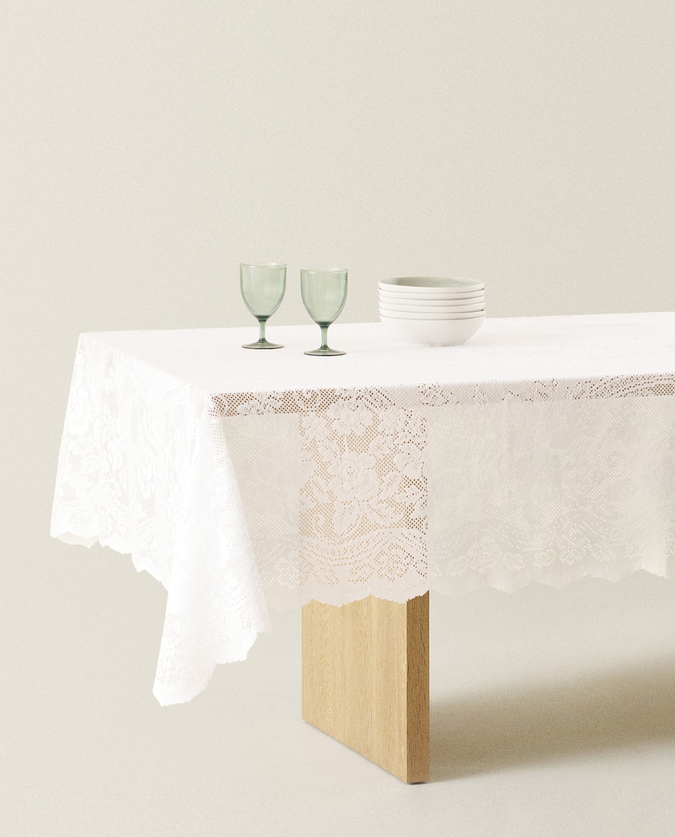FLORAL CROCHET TABLECLOTH