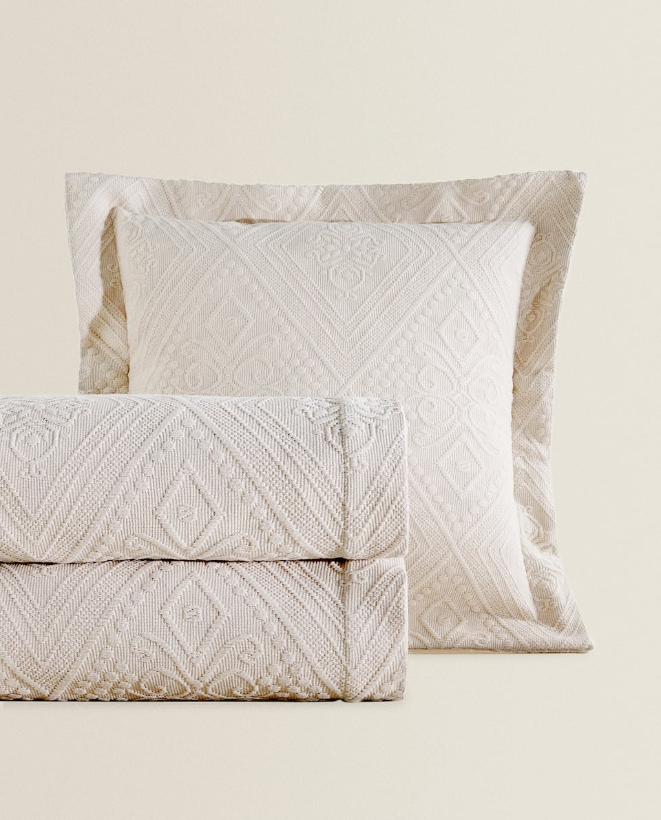 Cotton bedspread with geometric design