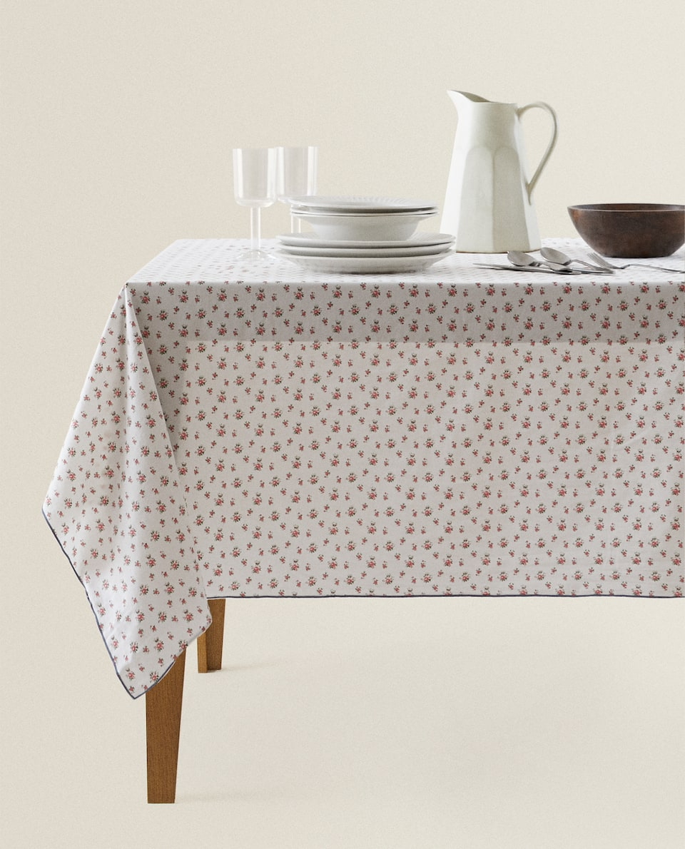 ROMANTIC PRINT TABLECLOTH