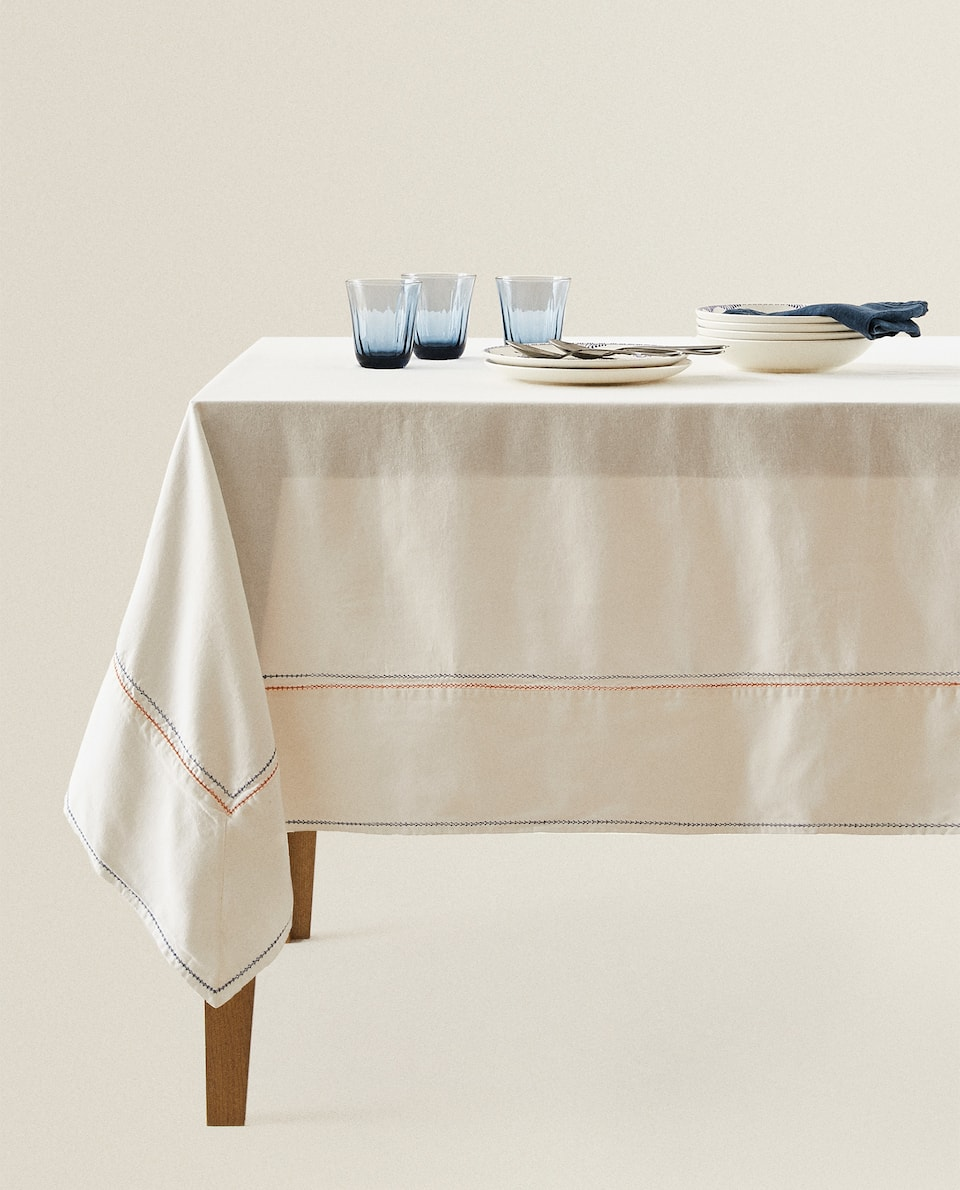 TABLECLOTH WITH COLOURED STITCHING