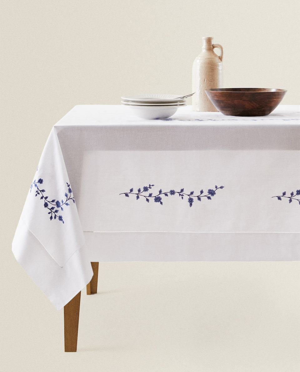 EMBROIDERED RAMIE TABLECLOTH