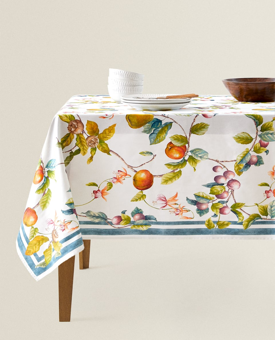 APPLE PRINT TABLECLOTH