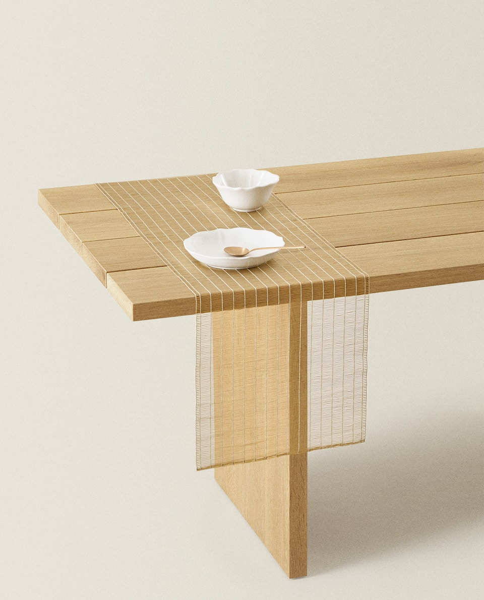 PLASTIC TABLE RUNNER