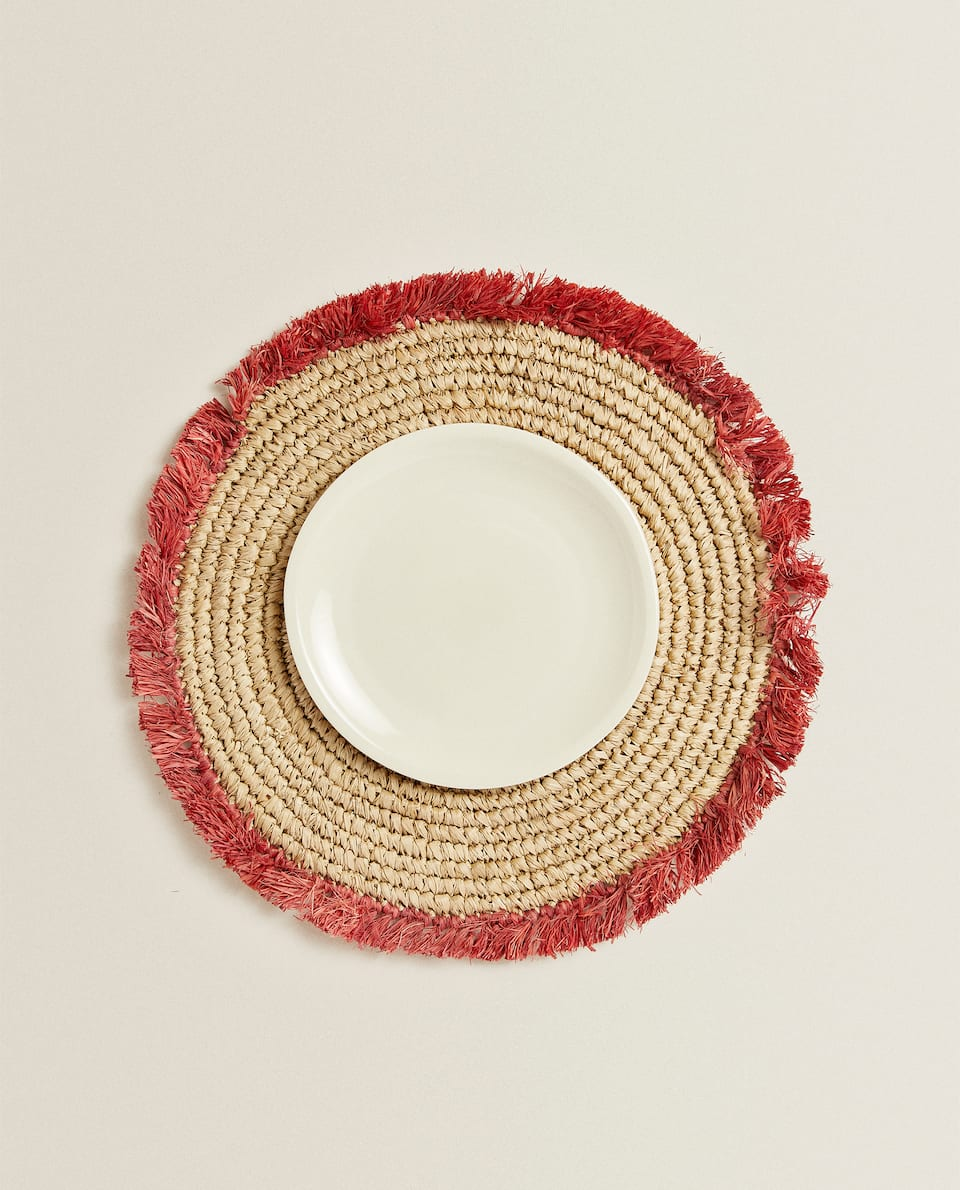 ROUND PLACEMAT WITH FRINGING
