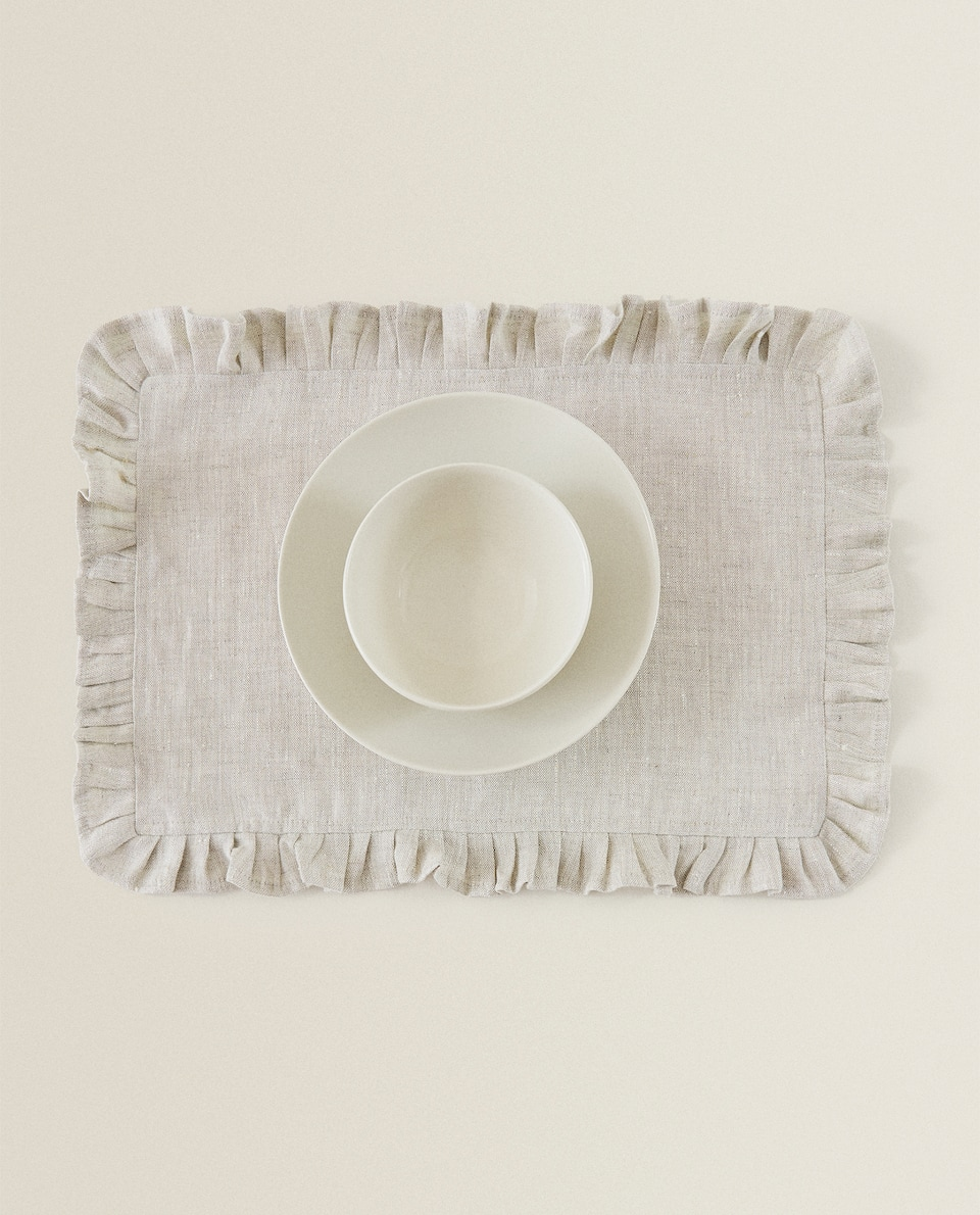 LINEN PLACEMAT WITH RUFFLES