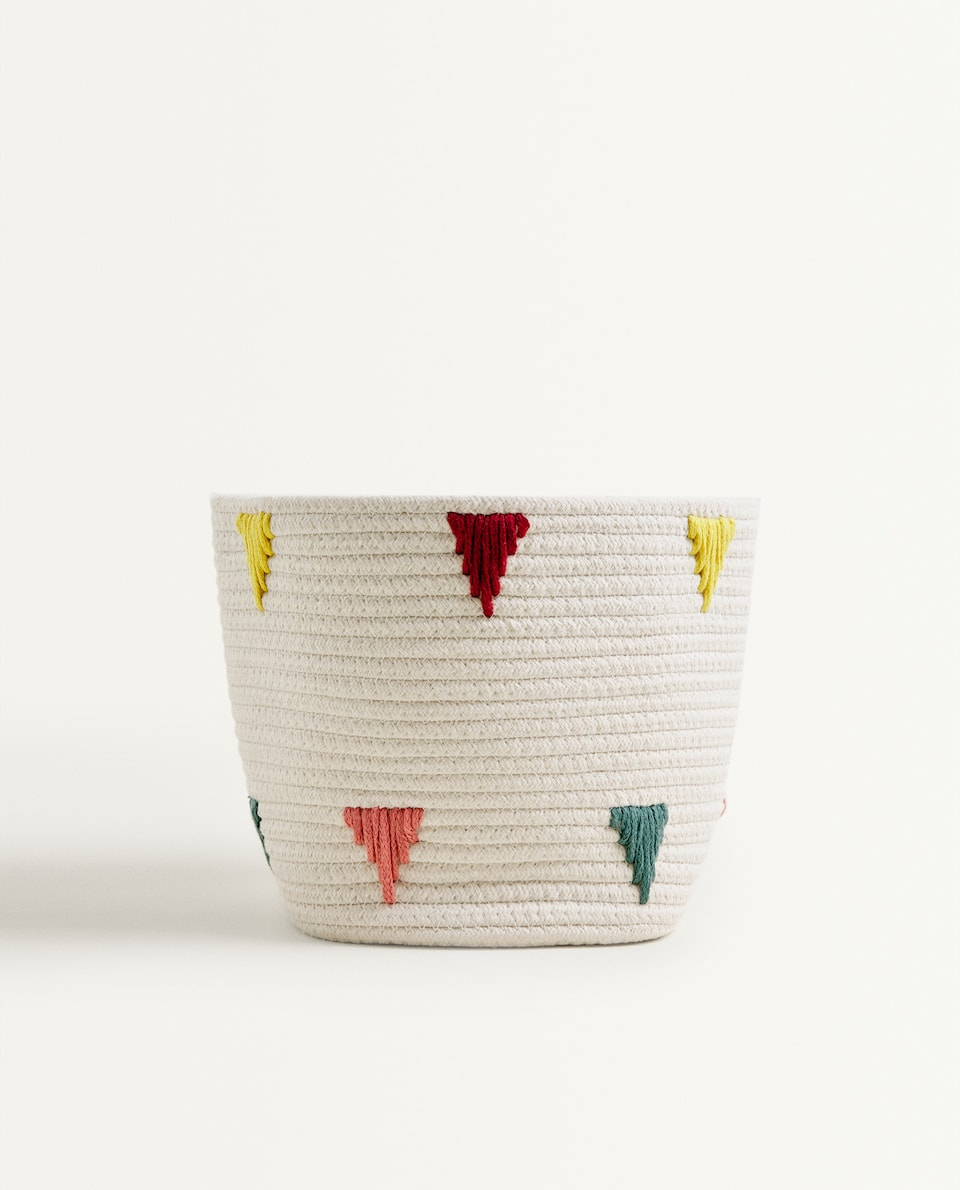 BASKET WITH TRIANGLES