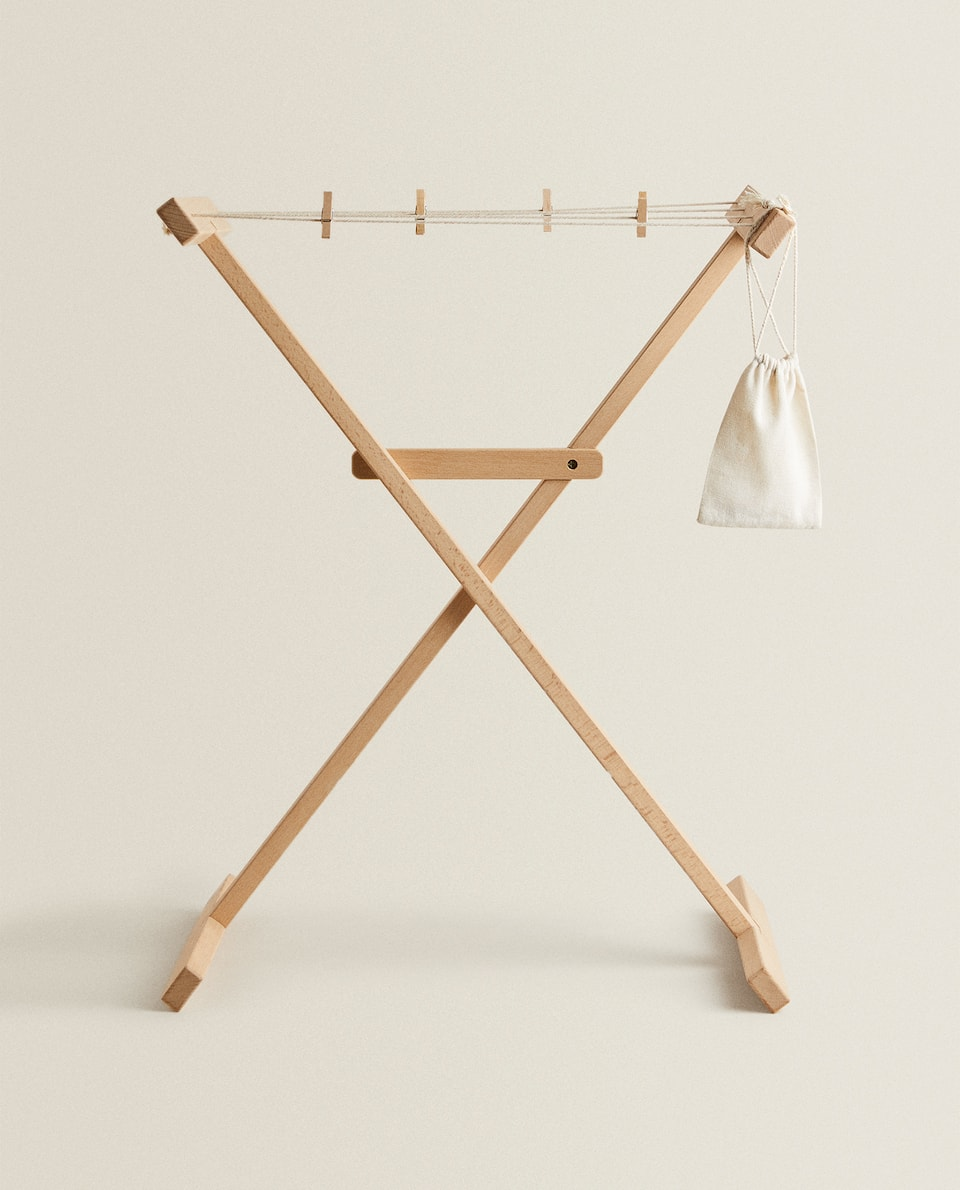 KIDS' WOODEN CLOTHES HORSE