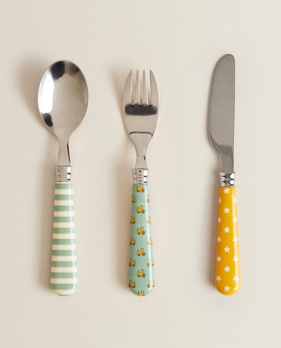 أدوات تناول الطعام بطبعة النجمة