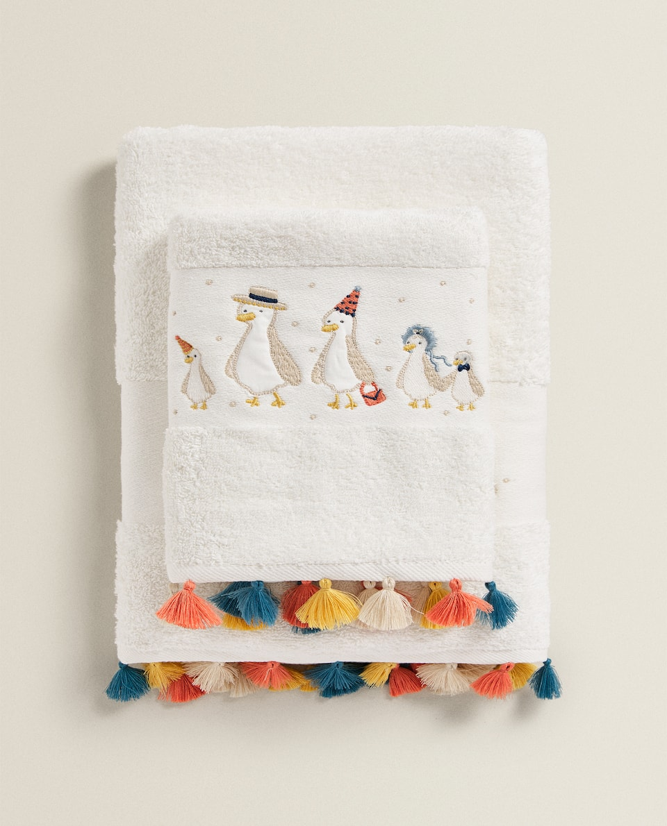 TOWEL WITH EMBROIDERED DUCK