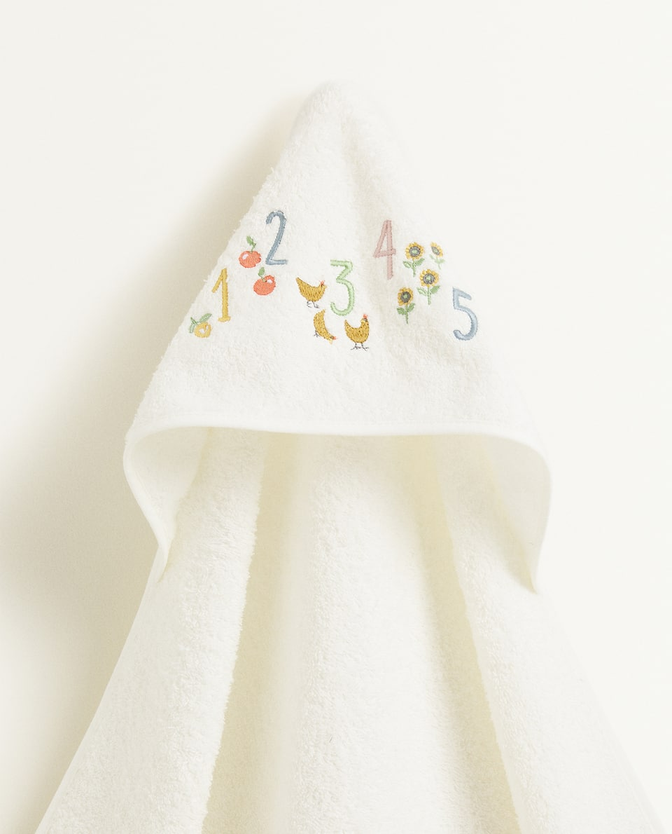 EMBROIDERED NUMBER HOODED TOWEL