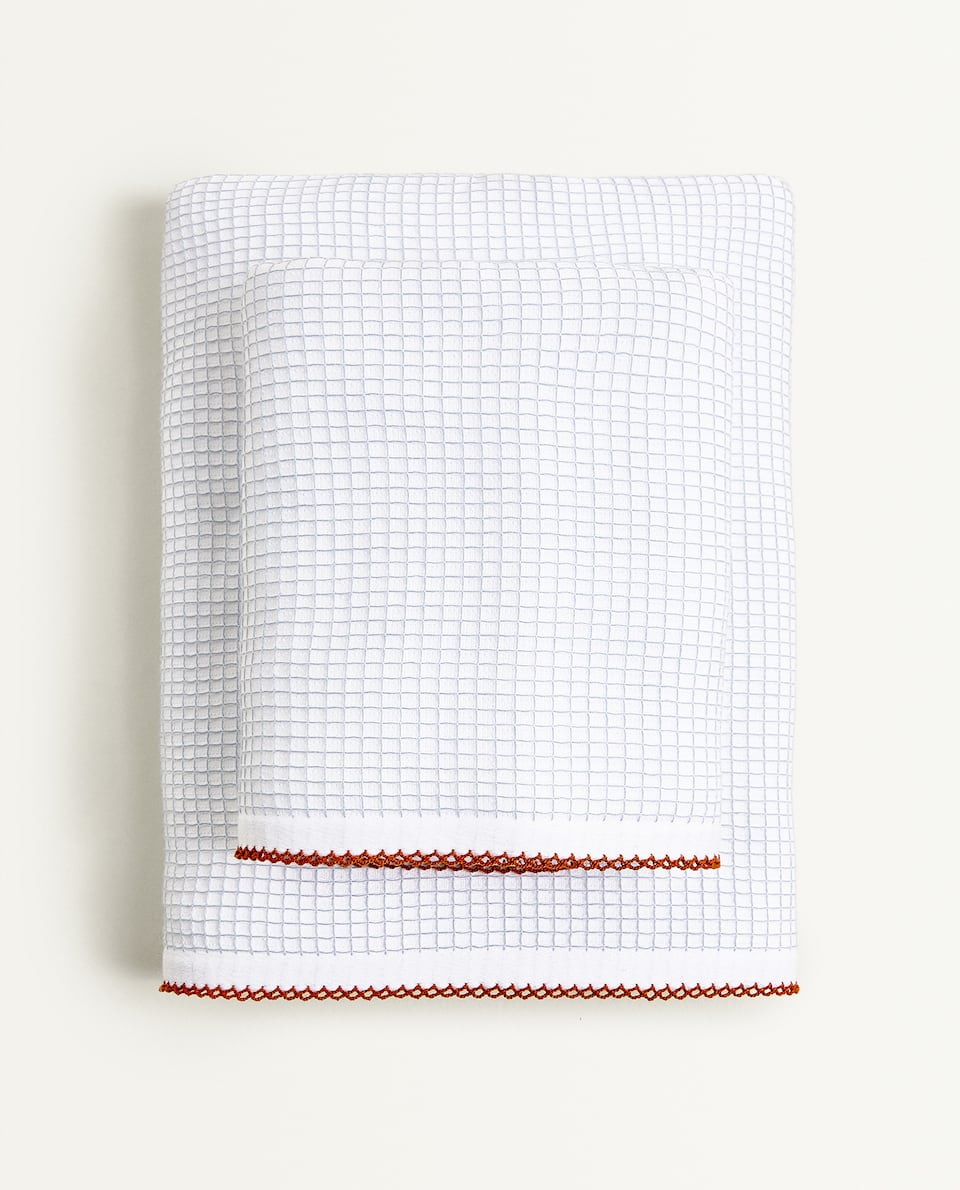 WAFFLE TOWEL WITH SCALLOPED TRIM