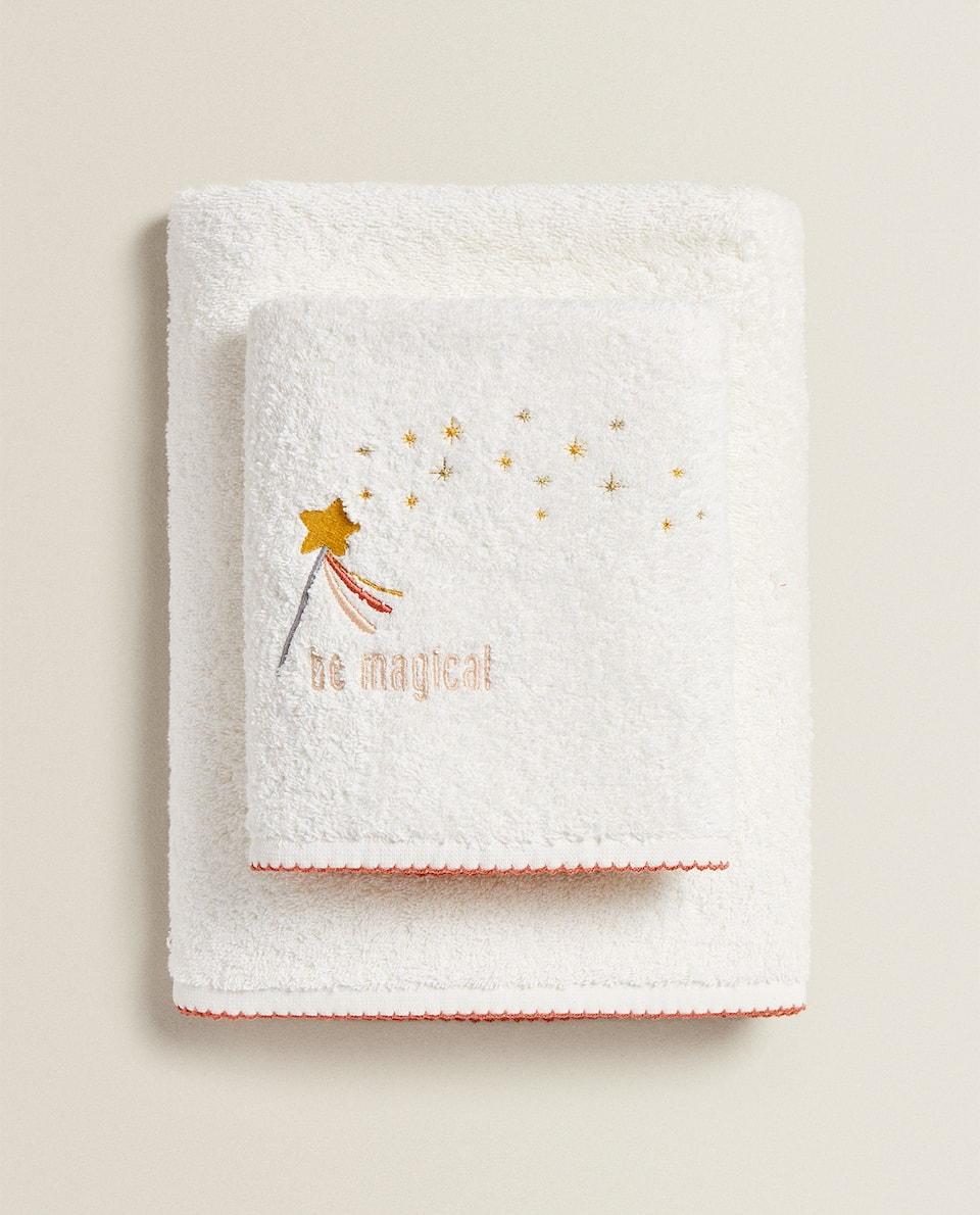 TOWEL WITH EMBROIDERED SLOGAN
